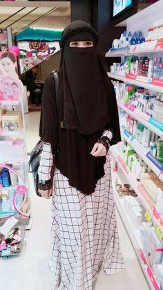 Discover the latest hijab fashion, hijab styles Burq Hijab Niqab, Muslim Hijab, Muslim Dress, Hijab Chic, Mode Hijab, Stylish Hijab, Niqab Fashion, Modern Hijab Fashion, Hijab Style Dress