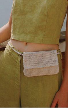 Ecru Lisa Belt Bag from Prism Boutique The Effective Pictures We Offer You About belt bag outfit wom Crochet Belt, Crochet Clutch, Crochet Diy, Crochet Crafts, Crochet Stitches, Crochet Projects, Crochet Case, Crochet Designs, Homemade Gifts