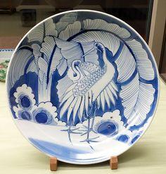 Dish with pair of cranes and banana tree design, Imari ware, Edo period, 19th century, underglaze blue - Tokyo National Museum