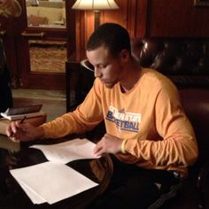 """Stephen Curry signs new contract extension. """"Sincerely Thank everybody that made this possible. My Savior, my Family, teammates and coaches. Love y'all"""" http://www.mobli.com/stephencurry30/22105045/sincerely-thank-everybody-that-made-this-possible-?reftype=user=176190=1=ListMedia"""