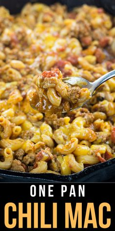 This Easy Cheesy Chili Mac is the perfect one pan, 30 minute meal! An easy family friendly dinner perfect for busy weeknights! This Easy Cheesy Chili Mac is the perfect one pan, 30 minute meal! An easy family friendly dinner perfect for busy weeknights! Dinner Recipes Easy Quick, Easy Meat Recipes, Ground Beef Recipes, Quick Easy Meals, Cooking Recipes, Easy Family Recipes, Kraft Dinner Recipes, Easy One Pot Meals, Easy Weeknight Dinners