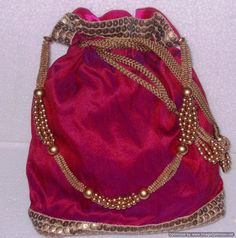 Fuchsia pink potli with golden pearls and beaded thread, interesting handle Fancy Envelopes, Shoe Bags For Travel, Bridesmaid Bags, Potli Bags, Diy Handbag, Wedding Bag, Handmade Purses, Boho Bags, Dresses Kids Girl