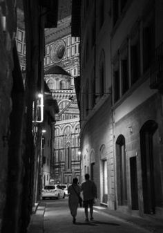 Florence by night #Florence #Italy #marielouphotography #travel #europe #b&w #photography