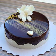 Очень шоколадный с нотками тропических фруктов ))) Идеальная работа с индивидуального МК ,замечательной ученицы @anzela_mikhaylova ❤️!