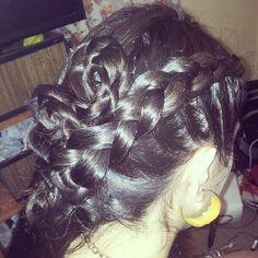 rosas y trenzas hechas con cabello