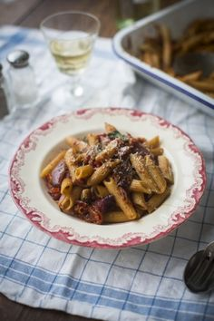 One Pan Mushy Tomato & Garlic Penne Pasta | DonalSkehan.com, A cheap and easy midweek supper!