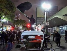 """O protesto é pacífico e a polícia é fascista"""