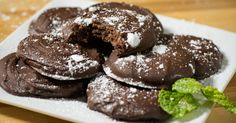 HOMEMADE THIN MINTS~~  Now I don't need to run to the store every time I get a craving for these tasty cookies!