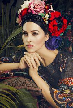 Monica like Frida Khalo