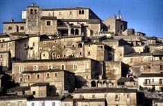 Scorcio del cuore di Navelli! #abruzzo #travel #italy #navelli #zafferano #borghipiubelliditalia #borgo #abruzzosegreto