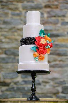 Lovely colors! #WeddingCake #Wedding #Bride #Groom