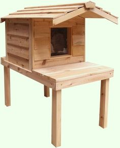 SMALL INSULATED CEDAR OUTDOOR CAT HOUSE WITH PLATFORM