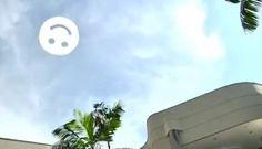 Nube De Tweet En El Cielo, Acción En Un Centro Comercial En Brasil