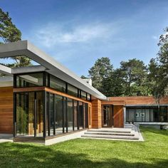 Very cool design by Surber Barber Choate & Hertlein Architects. Love the simplicity and straight edges that make up this beautiful wood and concrete home.