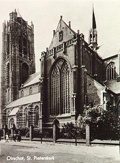 Oirschot, Markt OmschrijvingZuidzijde van de St. Petruskerk Auteur: niet vermeld - 1930
