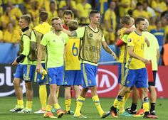 Sweden's players leave the pitch at the end of the Euro 2016 group E football match between Sweden and Belgium at the Allianz Riviera stadium in Nice on June 22, 2016. / AFP / JONATHAN NACKSTRAND #Seb