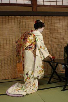 Maiko Manaha serving tea after the Miyako Odori performance by Dalia Katzman on Picasa