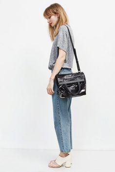 Футболка Golden Goose, джинсы  Cheap Monday, босоножки Maison Margiela,  сумка Alexander Wang