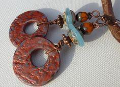 Boucles d'oreilles rustiques - bleu vert très clair et orangé cuivre : Boucles d'oreille par lolitoi-fimo-perles