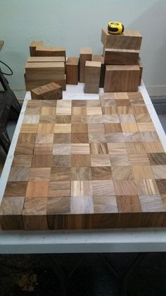 I would use a more traditional way to mount the legs, but this is a beautiful and easy way to make a table top. WOOD RECYCLING 101 - Coffee Table Made From Recycled Teak Wood Furniture Projects, Wood Projects, Diy Furniture, Business Furniture, Outdoor Furniture, Custom Wood Furniture, Furniture Design, Furniture Plans, Antique Furniture