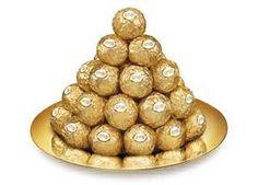 Pour mettre en avant ses innovations en thermes de packaging Ferrero apporte une place importante au linéaire. Ils sont présent partout et particulièrement en tête de gondole afin d'accentuer leur visibilité. La forme pyramidale mise en place attire l'œil et incite le consommateur à venir regarder. La pyramide est un point vraiment différenciateur face à la concurrence. Pour le consommateur la pyramide illustre la hauteur, le prestige, le lux.