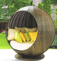 outdoor daybed- Rattan Apple garden seating by Maze take-a-seat Outdoor Daybed, Outdoor Seating, Outdoor Spaces, Outdoor Living, Outdoor Decor, Home Furniture, Furniture Design, Outdoor Furniture, Online Furniture