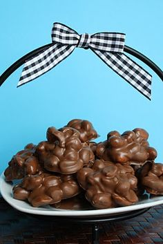 Homemade chocolate peanut clusters. Can't wait to make these.