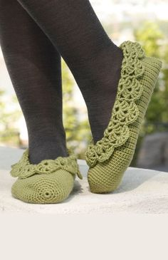 """Maybe make these in red, with green lace trim as strawberry slippers? Prima Ballerina - Crochet DROPS ballerina slippers with lace edges in """"Merino Extra Fine"""". - Free pattern by DROPS Design Crochet Boots, Crochet Gloves, Crochet Baby Booties, Crochet Woman, Love Crochet, Knit Crochet, Crochet Slipper Pattern, Crochet Patterns, Knitting Patterns"""