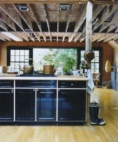 Another high-gloss navy plus natural woods kitchen. Definitely considering this for my next home.