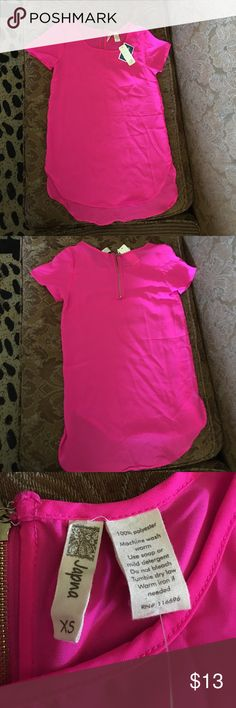 """Woman's pink blouse Woman's pink blouse 👚 new with tags thin material not see threw 100 percent polyester in very good condition brand is """"Japna"""" Tops Blouses"""