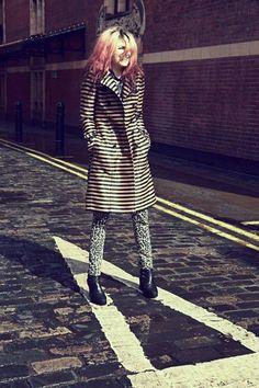 Dit is ook best wel cool ^^ Zo'n oversized jas met een stoere broek en high heels :)