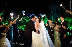 Nayara  Fernando  Assessoria: @ericavaz Fotografia: @feliperezende Filme: @romaofilmes Coral: @delchiarocoral Bar: @brothersbarsp Buffet @buffetopcaoa Som e iluminação: @db2producao Decoração: @fernandaroccoetatianaganen Celebrante: @fredhhoss #feliperezende #amor #boda #bridal #bridalmakeup #bride #bridetobe #casamento #casar #cerimonia #familia #fotografiadecasamento #fotografodecasamento #happy #instawedding #love #marriage #noivos #noiva #clicksdofeliperezende #romance #smiles…