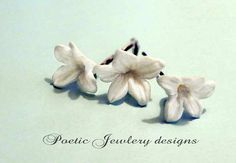 Stephanotis flowers bobby pin measure 3/4 in diameter and is hand sculptured with white cold porcelain clay.