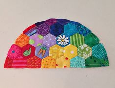 Snippets 'n' Scraps: Tips for My Small World Quilt {Part 2 - The Half Dresden, Hexie Hillock and New York Beauty Arc}