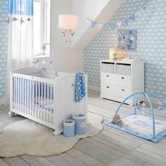 Couleurs bleues pastel pour la chambre de garçon
