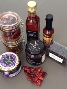 Gourmet : Chilli Lovers Gift Box Lovers Gift, Gift For Lover, Olive Oil Dip, Gourmet Gifts, Online Gifts, Luxury Gifts, Candle Jars, Box, Detail