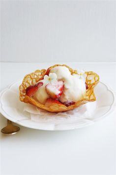 Brandy-snap basket with vanilla ice-cream and strawberries will forever hold a s. - JUST DESSERTS - Walnut Cookie Recipes, Walnut Cookies, Brownie Recipes, Funnel Cakes, Mousse, Cold Desserts, Just Desserts, Sorbet, Biscotti
