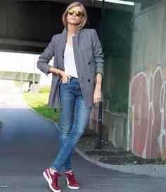 Blazer And T Shirt, Look Blazer, Tweed Blazer, Blazer Jeans, Gray Blazer, Mode Chic, Mode Style, Baskets Bordeaux, Jean Outfits