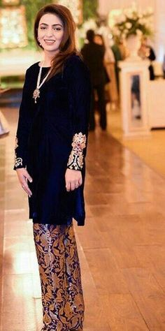 Woolen and thick fabric makes the best material for dresses . Pakistani Party Wear, Pakistani Bridal Dresses, Pakistani Dress Design, Pakistani Couture, Pakistani Outfits, Indian Dresses, Indian Outfits, Velvet Pakistani Dress, Party Wear Dresses