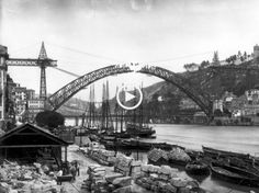 Uma resenha histórica da beira rio do Porto e Gaia. Este vídeo é bem… Old Pictures, Old Photos, Ponte Pensil, Porto City, Gustave Eiffel, Douro, Epic Photos, Sydney Harbour Bridge, Photo Archive