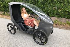 The Norwegian CityQ electric vehicle is a mix between an e-bike and a car. The so-called LEV (Light Electric Vehicle) has four wheels, it can accommodate up to 3 people and a drive system including a motor of power, which is made possible speed of 4 Wheel Bicycle, Trike Bicycle, Recumbent Bicycle, Cargo Bike, Electric Tricycle, Electric Cars, Electric Vehicle, Velo Design, Bicycle Design