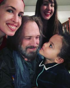 Tom Petty with his two daughters and granddaughter Tom Petty Lyrics, Judas Priest, Two Daughters, Ozzy Osbourne, Rock Legends, George Harrison, Bob Dylan, Happy Fathers Day, Music Songs