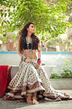 Rani Mukherjee - Bollywood Queen of Hearts-Photo shoot for Filmfare Magazine Bollywood Stars, Bollywood Fashion, Ethnic Fashion, Asian Fashion, Boho Fashion, Indian Attire, Indian Wear, Indian India, Indian Dresses