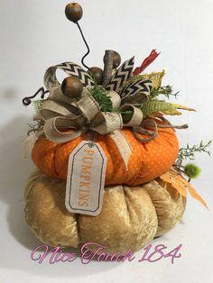 23 Clever DIY Christmas Decoration Ideas By Crafty Panda Burlap Pumpkins, Velvet Pumpkins, Fabric Pumpkins, Fall Pumpkins, Easy Fall Crafts, Holiday Crafts, Pumpkin Crafts, Pumpkin Pumpkin, Adornos Halloween