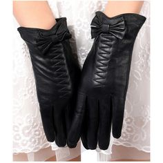 Black Warm Ladies Leather Bow Winter Short Gloves (£15) ❤ liked on Polyvore featuring accessories, gloves, black, short gloves, short black gloves, black gloves and leather bow gloves