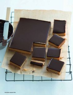 Chocolate caramel slice Donna Hay Magazine : Issue 51 - demo, Page 162 Yummy Treats, Sweet Treats, Yummy Food, Delicious Desserts, Chocolate Caramel Slice, Chocolate Desserts, Caramel Bars, Sweet Recipes, Cake Recipes