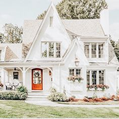 ✔ 44 stunning modern dream house exterior design ideas you can reach 17 Cute House, House 2, Cottage House, Casas Na Georgia, Houses Architecture, Style Cottage, White Cottage, Farmhouse Style, Barbie Dream House