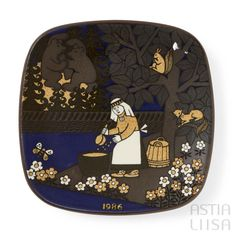 Arabia Kalevala 1986 Annual Plate, designed by Raija Uosikkinen. Find out more about Nordic vintage from Finland on our website 🔎 www.astialiisa.com⠀ 🌍 Free shipping on orders over 50 €!  #raijauosikkinen #arabia #arabiafinland #scandinavianvintage  #finnishvintage #nordicvintagehome #finnishhomes #nordichome #nordichomes #nordicdishes #nordicvintage #vintagedishes #retrodishes #uosikkinen #Finnishdesign #retrocups #coffeecup #Scandinaviandesign