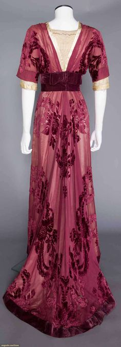 charles worth cut velvet gown, paris, c. 1908 Plum velvet cut to chiffon, lace bodice & undersleeves, wide velvet sash, trained skirt