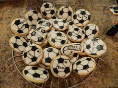 Effective Ways to Handle Shin Splints During Soccer Training Soccer Treats, Soccer Cookies, Themed Parties, Party Themes, Birthday Parties, Party Ideas, Soccer Birthday, Soccer Party, Kids Soccer